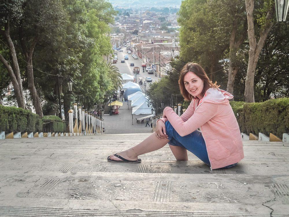 Ich auf einer Treppe in San Christobal de las Casas