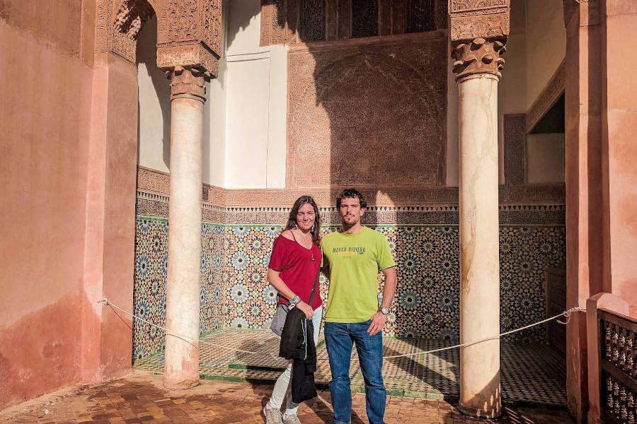 Ich und mein Freund in einer Tempelanlage