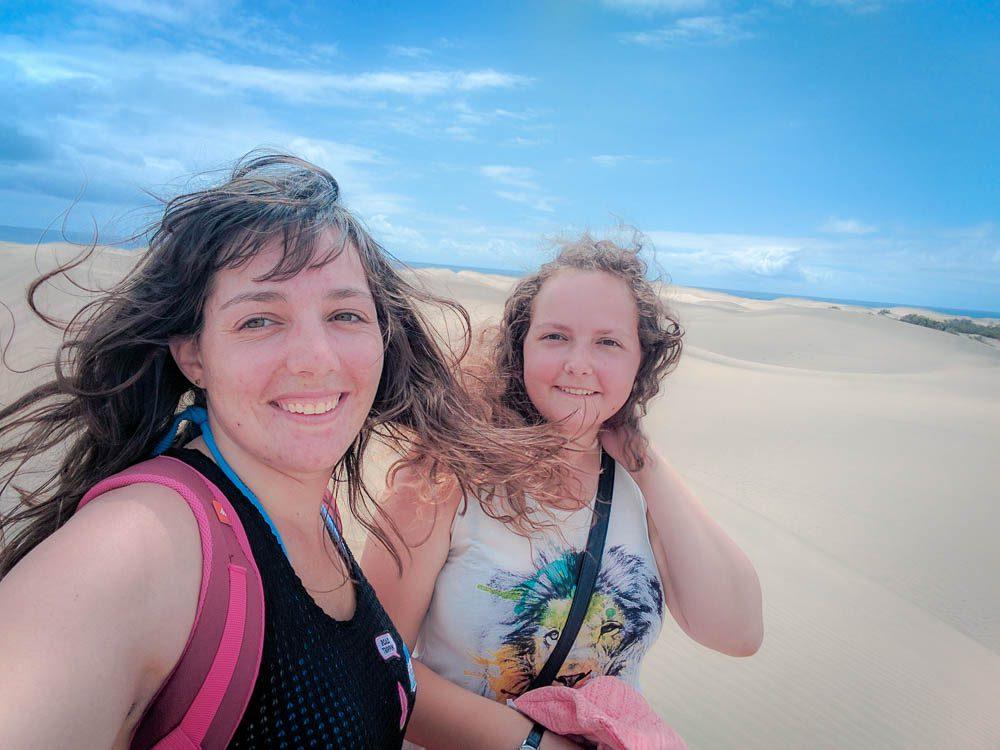 Meine Schwester und ich auf den Dünen von Maspalomas