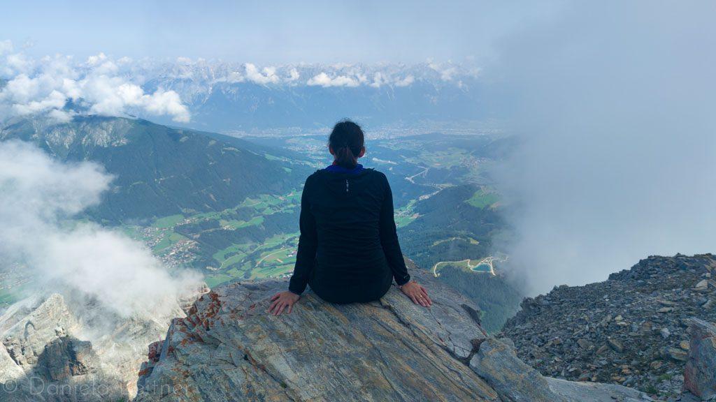 Ich auf der Serles mit Ausblick auf Innsbruck